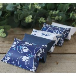 China Blue Pillow boxes x10