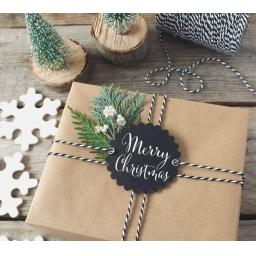 Scalloped round chalk tags x 10 - Merry Christmas